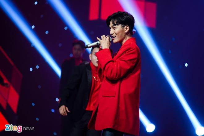 Toc Tien van quyen ru khi mac ao dai, lan at thi sinh The Voice 2018 hinh anh 8