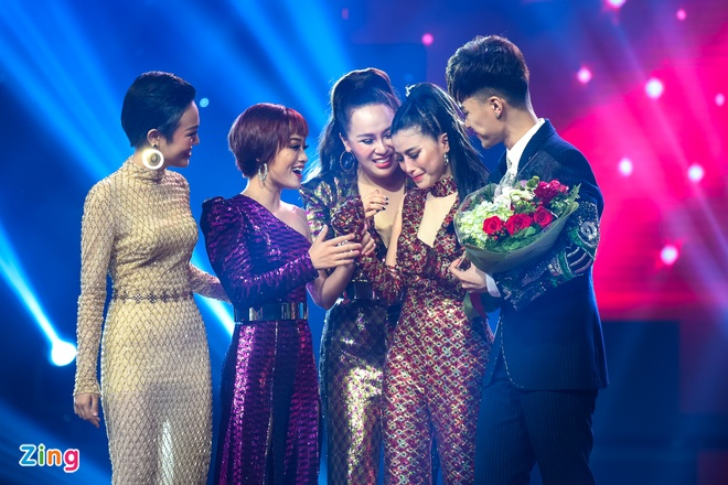 Toc Tien van quyen ru khi mac ao dai, lan at thi sinh The Voice 2018 hinh anh 12
