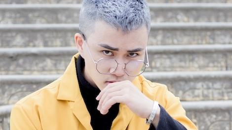 Tac gia 'Ong ba anh' tu bo net thu sinh, lan dau doc rap trong MV moi hinh anh