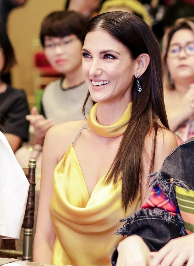 Sieu mau Asia's Next Top Model den Viet Nam quay show du lich Viet Nam hinh anh 4