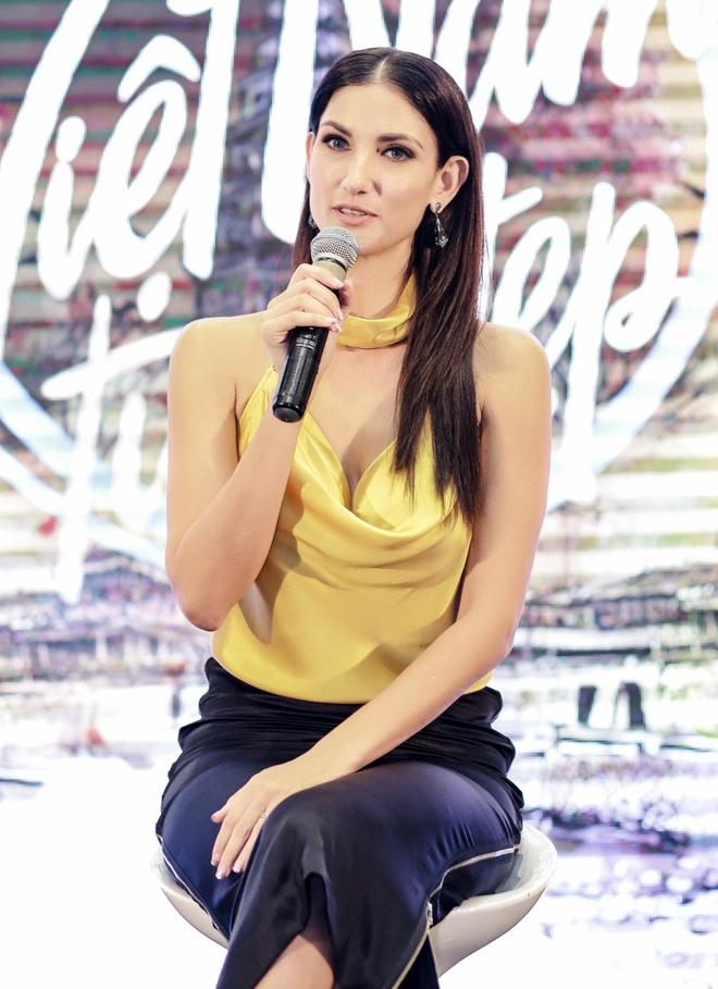 Sieu mau Asia's Next Top Model den Viet Nam quay show du lich Viet Nam hinh anh 3
