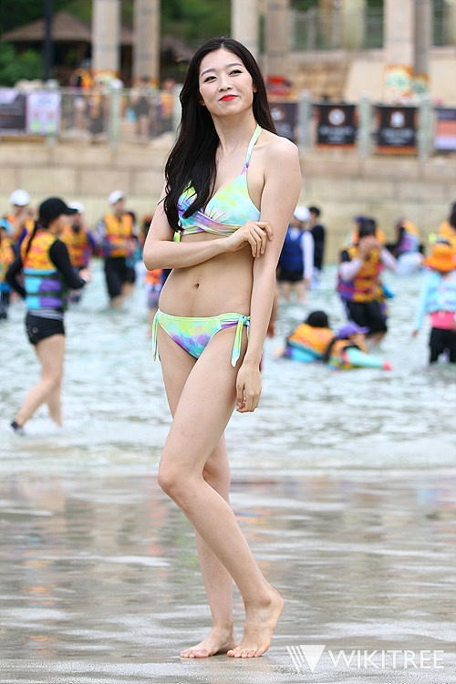 Tan Hoa hau Han Quoc mac xau tren tham do gay tranh cai hinh anh 8