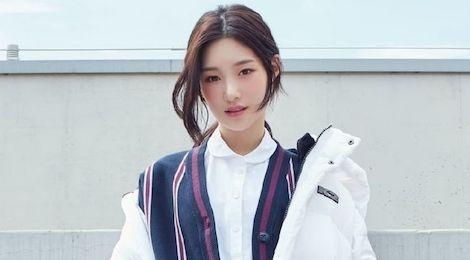 V (BTS) va cac sao Kpop kiet suc, chan thuong do lam viec qua tai hinh anh