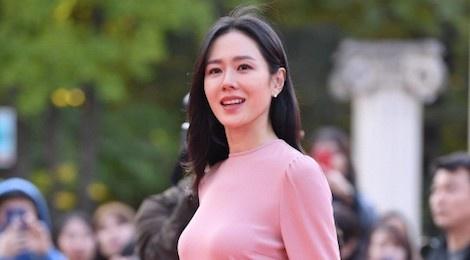 BTS tro thanh tam diem, Son Ye Jin xinh dep tren tham do giai van hoa hinh anh