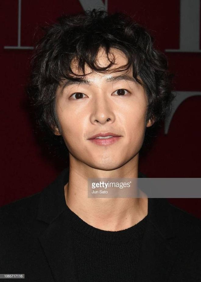 Song Joong Ki gay go, kem phong do tai su kien quy tu dan sao chau A hinh anh 1