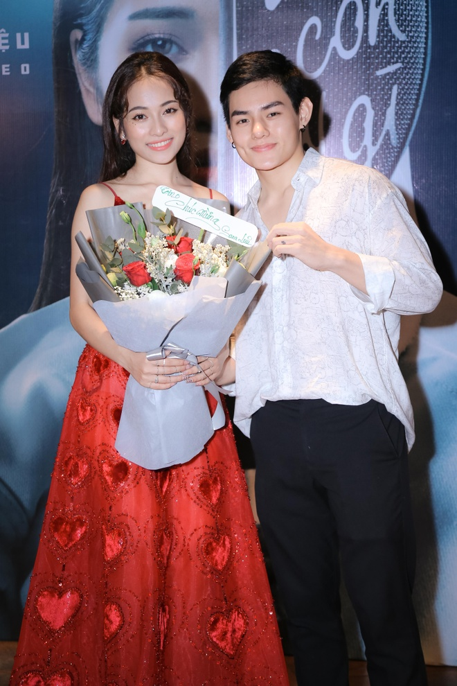 Sara Luu: 'Duong Khac Linh khong cho toi mua bai cua nhac si khac' hinh anh 10