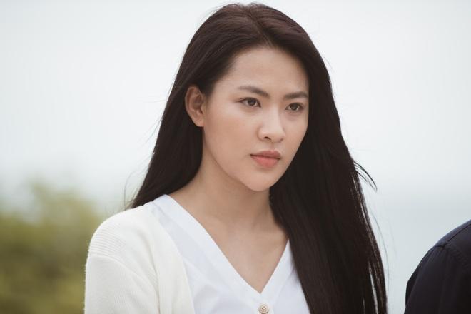 Noo Phuoc Thinh de toc dai lang tu, phong tran trong MV moi hinh anh 11