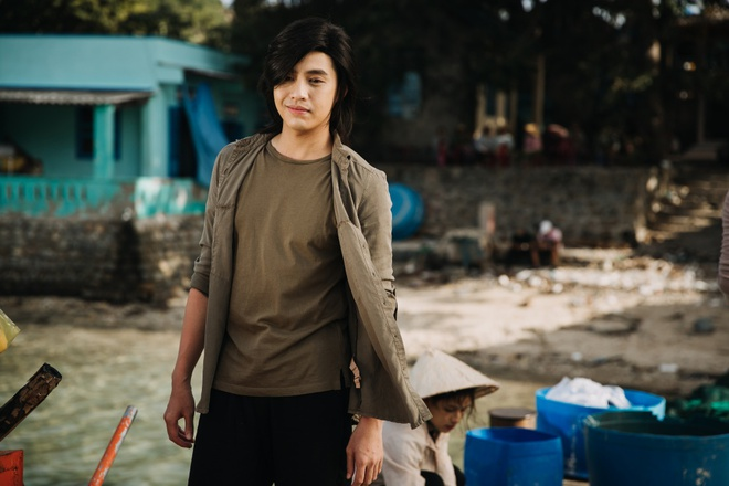 Noo Phuoc Thinh de toc dai lang tu, phong tran trong MV moi hinh anh 6