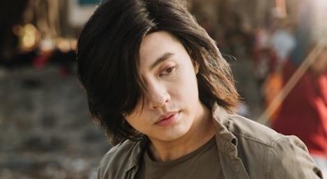 Noo Phuoc Thinh de toc dai lang tu, phong tran trong MV moi hinh anh