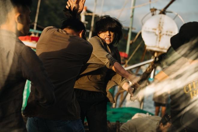 Noo Phuoc Thinh de toc dai lang tu, phong tran trong MV moi hinh anh 7