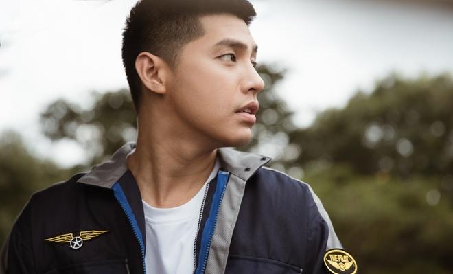 Noo Phuoc Thinh de toc dai lang tu, phong tran trong MV moi hinh anh 8