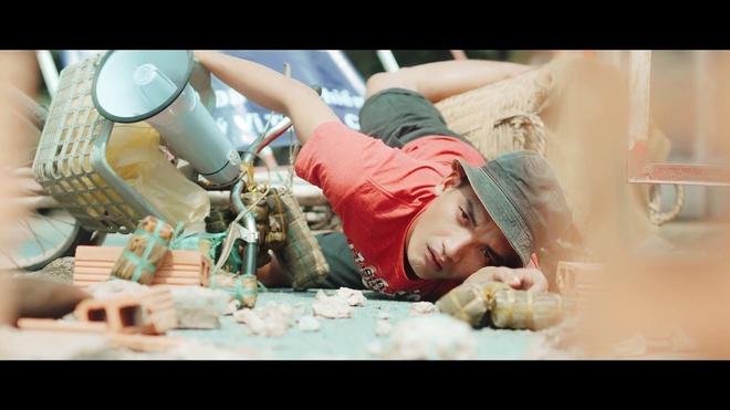 MV ke chuyen giup Chau Khai Phong gay chu y sau hit 'Ngam hoa le roi' hinh anh 1