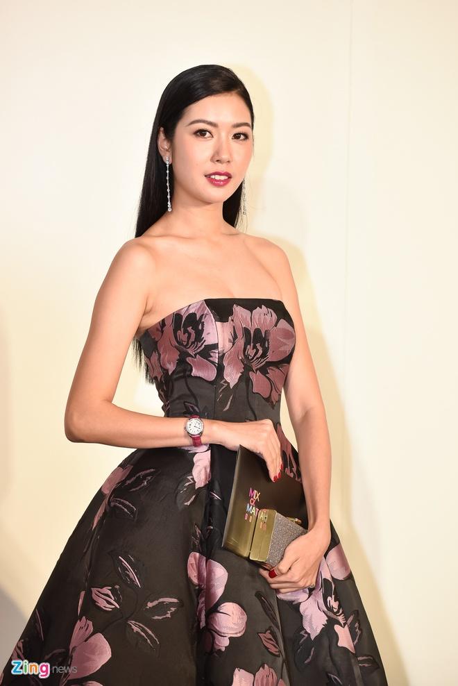 Phuong Trinh doi vuong mien, Ky Duyen goi cam o show thoi trang hinh anh 12
