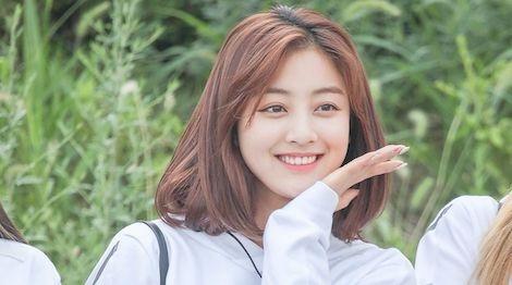 Ji Hyo (TWICE) nhac nho thanh vien cung nhom ton trong BTS hinh anh