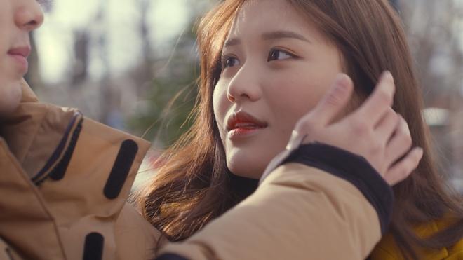 Hot girl 10X Han Quoc Han Sara chu dong 'tan' trai dep trong MV moi hinh anh