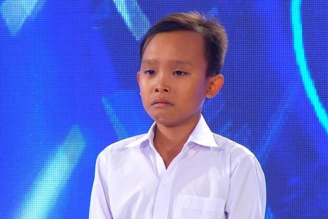 Ho Van Cuong nhuom toc, lon phong phao sau 3 nam tu Vietnam Idol Kids hinh anh 1