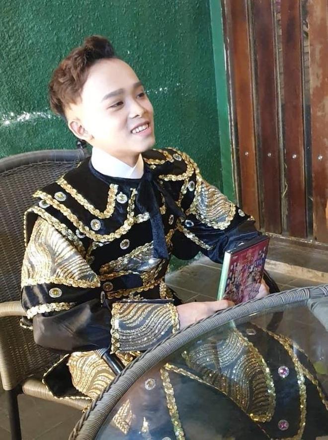 Ho Van Cuong nhuom toc, lon phong phao sau 3 nam tu Vietnam Idol Kids hinh anh 6