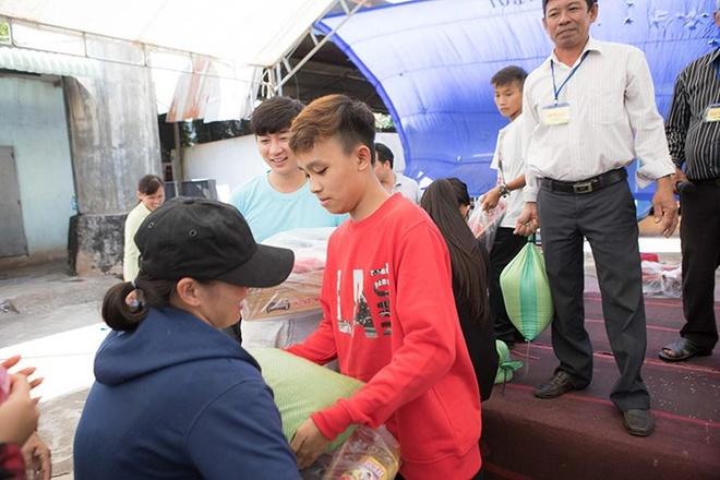 Ho Van Cuong nhuom toc, lon phong phao sau 3 nam tu Vietnam Idol Kids hinh anh 5