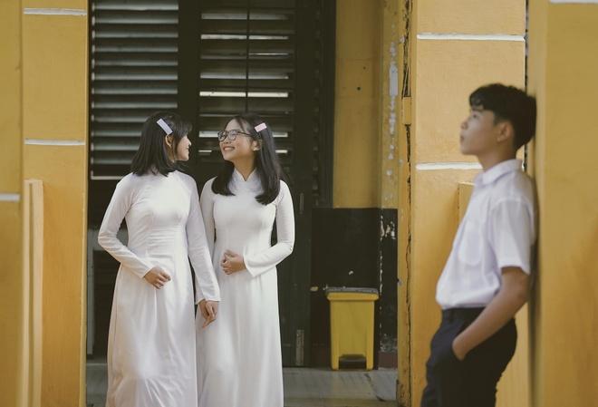 Phuong My Chi xinh dep va ra dang thieu nu trong MV chu de hoc duong hinh anh 1