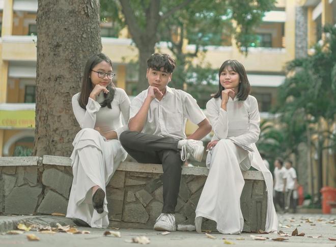Phuong My Chi xinh dep va ra dang thieu nu trong MV chu de hoc duong hinh anh 2