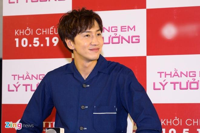 Kwang Soo (Running Man) banh bao trong buoi ra mat phim o Sai Gon hinh anh 2