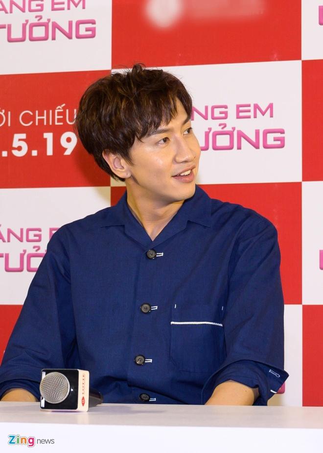 Kwang Soo (Running Man) banh bao trong buoi ra mat phim o Sai Gon hinh anh 3
