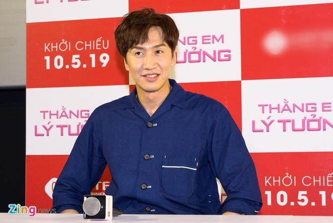Kwang Soo (Running Man) banh bao trong buoi ra mat phim o Sai Gon hinh anh 1
