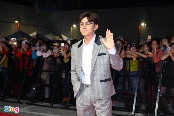 Hang nghin khan gia chen lan de bat tay Lee Kwang Soo va Tran Thanh hinh anh 15