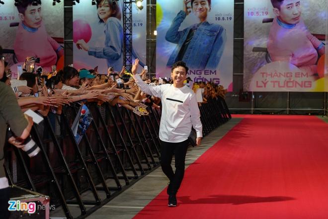 Hang nghin khan gia chen lan de bat tay Lee Kwang Soo va Tran Thanh hinh anh 13