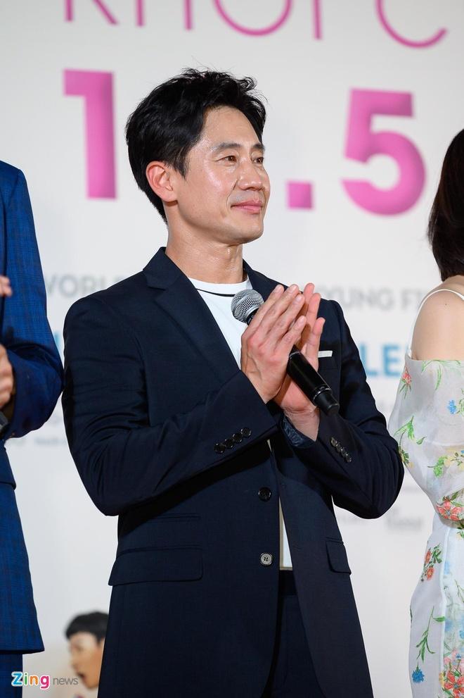 Hang nghin khan gia chen lan de bat tay Lee Kwang Soo va Tran Thanh hinh anh 12