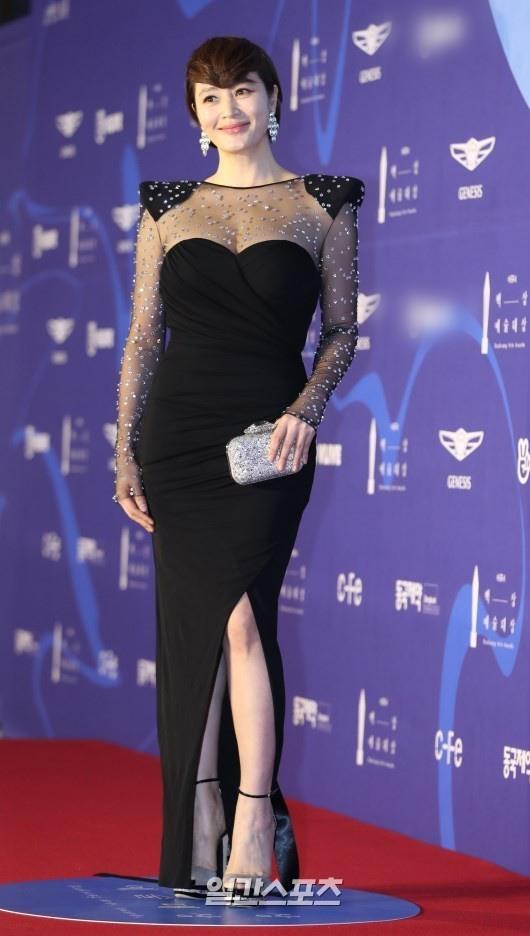 Suzy lan at 'Hoa hau Han dep nhat lich su' tren tham do hinh anh 5