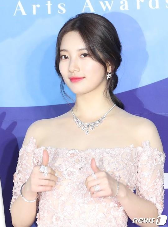 Suzy lan at 'Hoa hau Han dep nhat lich su' tren tham do hinh anh 2