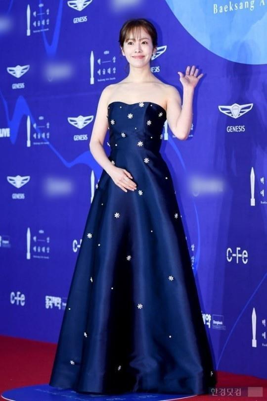 Suzy lan at 'Hoa hau Han dep nhat lich su' tren tham do hinh anh 6