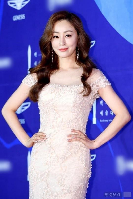 Suzy lan at 'Hoa hau Han dep nhat lich su' tren tham do hinh anh 8