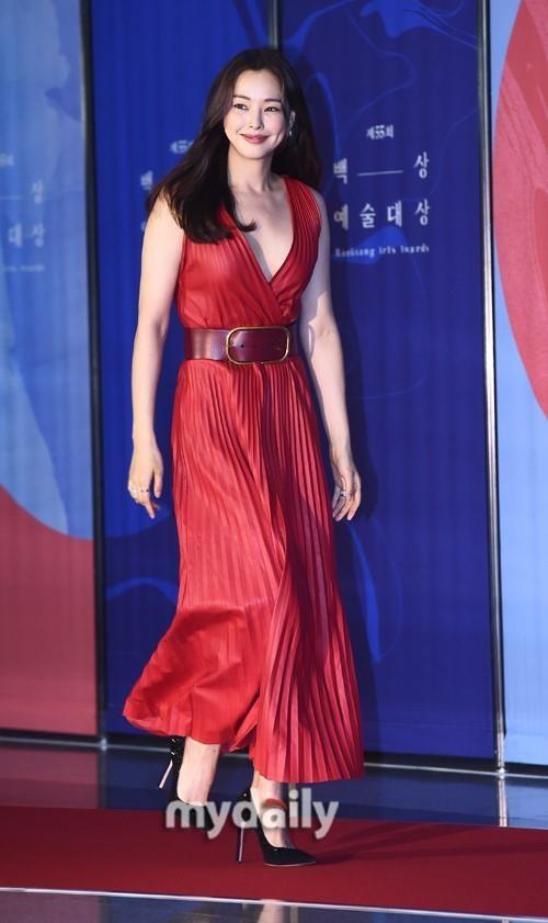 Suzy lan at 'Hoa hau Han dep nhat lich su' tren tham do hinh anh 4