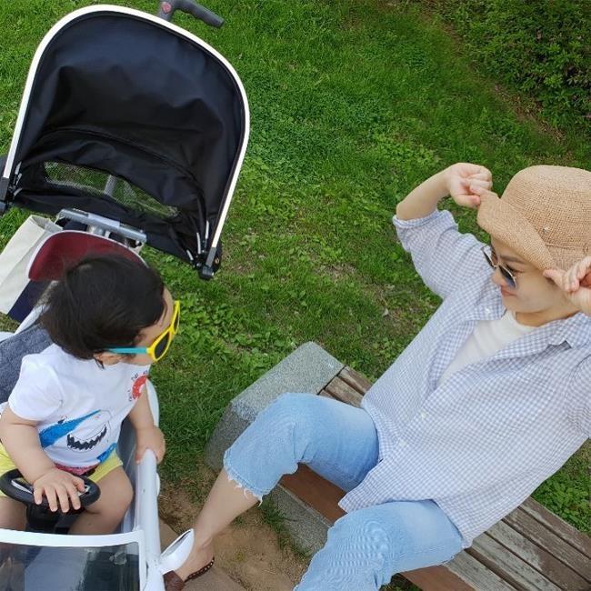 Chae Rim dang anh vui dua cung con trai sau tin ly hon hinh anh 1