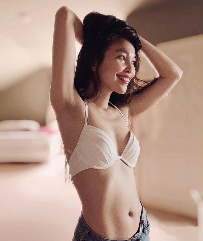 Hien Thuc mac bikini nhay goi cam, khoe than hinh nuot na o tuoi U40 hinh anh 2
