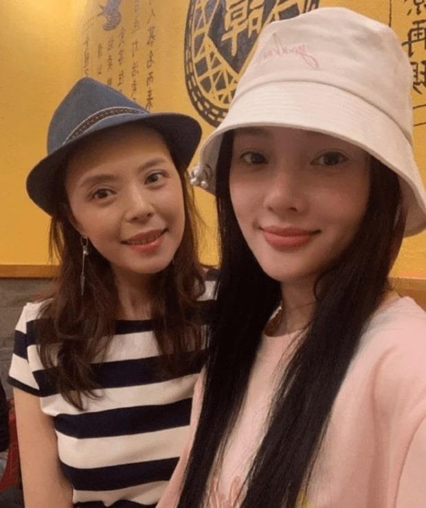 Trieu Vy va dan sao Trung Quoc mung dong nghiep mo nha hang hinh anh 3