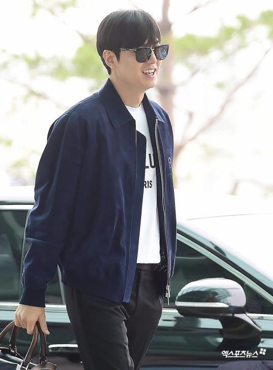 Lee Min Ho xuat hien dien trai tai san bay sau khi bi che vi tang can hinh anh 4