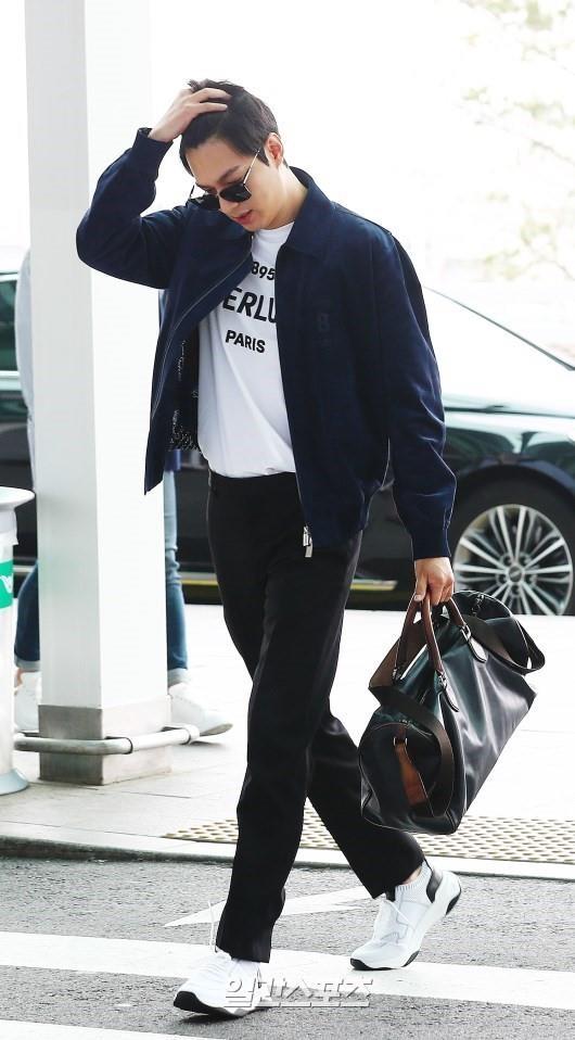Lee Min Ho xuat hien dien trai tai san bay sau khi bi che vi tang can hinh anh 6