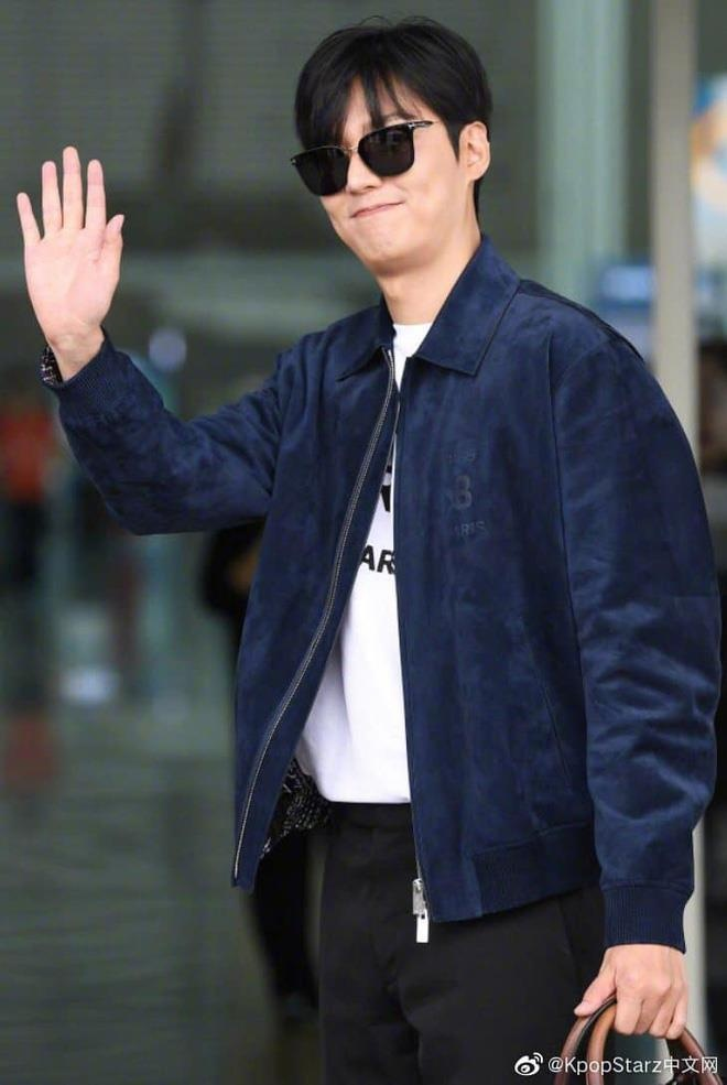 Lee Min Ho xuat hien dien trai tai san bay sau khi bi che vi tang can hinh anh 3