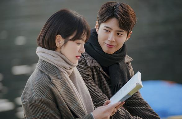 Song Joong Ki, Song Hye Kyo len tieng ve on ao ngoai tinh hinh anh 2