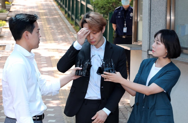 park yoo chun khoc khi duoc tha khoi trai giam anh 4