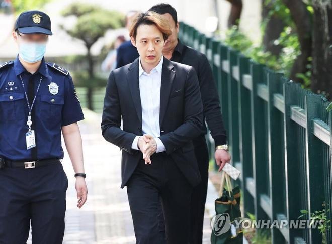 park yoo chun khoc khi duoc tha khoi trai giam anh 2