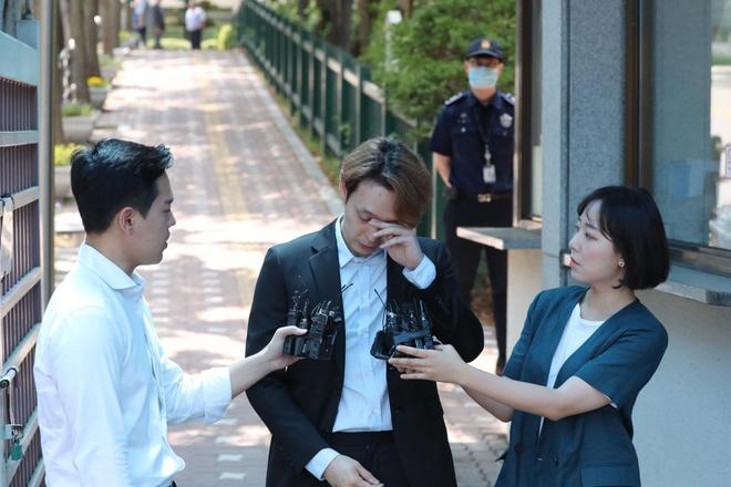 park yoo chun khoc khi duoc tha khoi trai giam anh 3