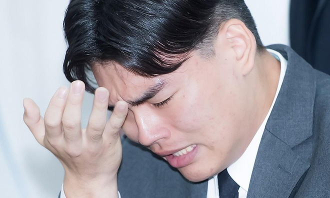 Nguyen nhan Hoa hau Han Quoc bi tay chay chi sau mot dem dang quang hinh anh 2