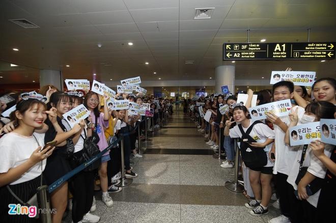 Ji Chang Wook cuoi vui ve, Super Junior ket giua vong vay cua fan Viet hinh anh 2