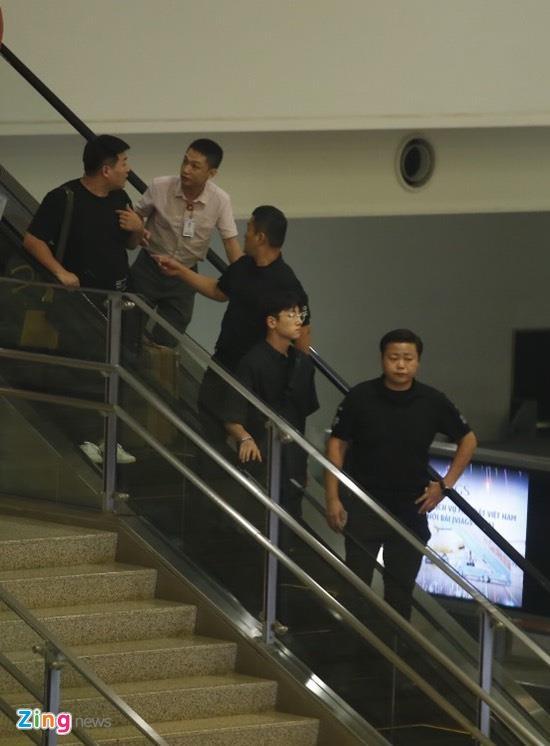 Ji Chang Wook cuoi vui ve, Super Junior ket giua vong vay cua fan Viet hinh anh 3