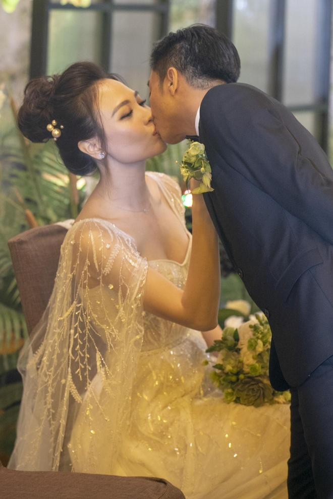 Dam Thu Trang thay 3 bo vay, hon Cuong Do La say dam tren san khau hinh anh 8