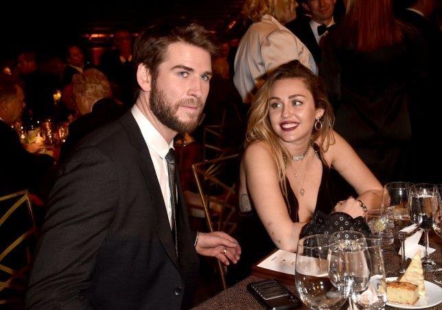Miley Cyrus bo nhan cuoi, dang anh nhay cam truoc khi chia tay chong hinh anh 2